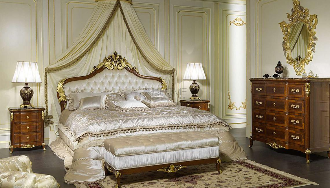 Classic room decor Louis XV France 床头柜