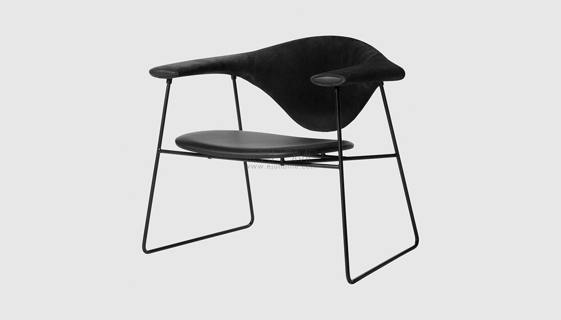 Masculo Lounge Chair - Fully Upholstered - Sledge base椅子